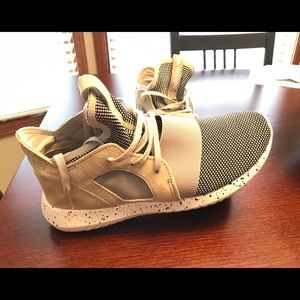 adidas Shoes - Adidas Tubular Sneakers (Size 7M) New Condition